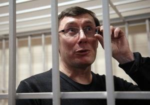 Суд отказался вызвать Януковича по делу Луценко и перенес заседание на 27 июля