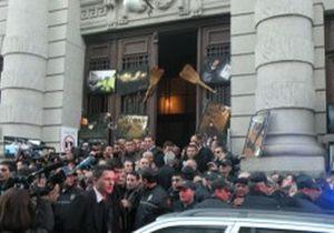 Протестующие не дали Саакашвили выступить с речью