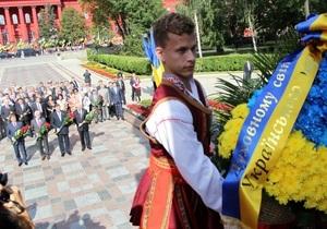 Пенсионерка, срезавшая ленту с венка Януковича, проведет десять суток в СИЗО