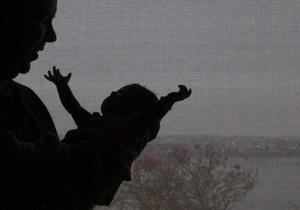 Американка подарила друзьям усыновленного ребенка из России