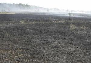 В Киевской области горят четыре торфяника