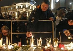 В Москве зажгли 40 свечей в память о жертвах терактов в метро