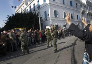 В Тунисе отменили комендантский час, но продлили режим ЧП