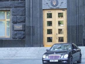 Кабмин передал свыше 100 автомобилей детдомам и сельским милиционерам