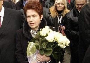 Людмила Янукович с внуком заняли места в ложе ВР
