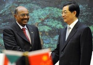 Президент Судана, обвиняемый в геноциде, назвал Ху Цзиньтао другом и братом