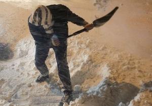 В Петербурге гастарбайтер разбился насмерть, счищая снег с крыши