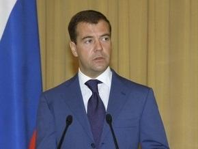 Медведев пригрозил отправить чиновников на дорожные работы, если те не решат проблемы Приморья