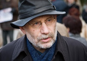 Акунин: Я бы предпочел, чтобы путинский режим рухнул не слишком быстро