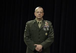 Генерал, замешанный в скандале вокруг экс-главы ЦРУ, вернулся в Кабул и вновь командует контингентом ISAF