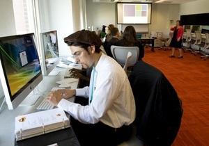 Исследование: Мужчины флиртуют на работе от скуки
