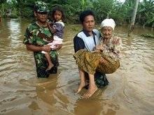 Число жертв водной стихии в Индонезии достигло 94 человек