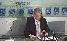 Российские нацболы облили латвийского посла кровью
