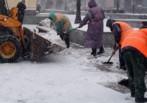 новости Киева - уборка снега - В Киеве более четырех тысяч коммунальщиков задействованы в уборке снега