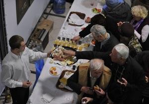 Фотогалерея: Как регионалы ветеранов пирожками кормили