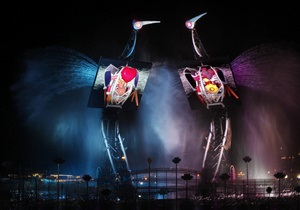 Набережную Сингапура украсили танцующими журавлями