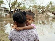 Власти Мьянмы уничтожают лагеря пострадавших от урагана людей