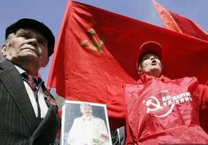 Около двухсот сторонников КПУ провели первомайский митинг в Житомире