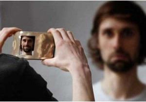В Германии создали цифровую камеру, которая заставляет людей на снимках улыбаться