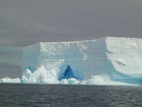 Гигантский антарктический ледник вскоре отколется от материка