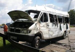 В Киевской области из-за столкновения маршрутки и легкового автомобиля госпитализированы восемь человек