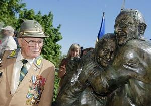 История любви - В Киеве открыли памятник итальянцу и украинке, которых разлучила война