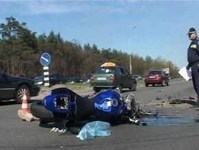 В Киеве в результате столкновения с автобусом погиб мотоциклист