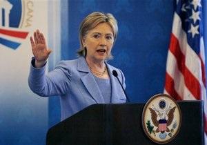 Клинтон просит африканские страны разорвать все отношения с Каддафи