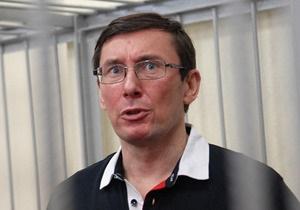 Луценко - Янукович помиловал Луценко - Защита Луценко намерена добиваться полной реабилитации своего подзащитного