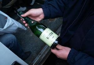 КИУ: Избирателям дарят шампанское и конфеты