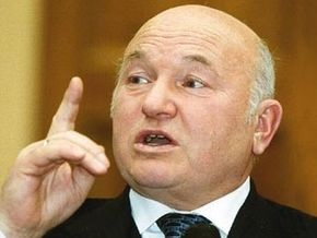Лужков назвал основную причину кризиса в России