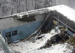 В Одессе из-за снегопада обрушилась крыша жилого дома