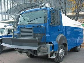 Российский ОМОН представил  неубиваемый  автомобиль для разгона толпы