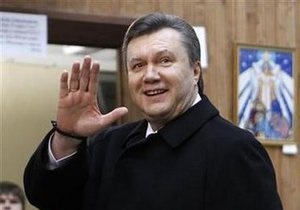 Януковича поздравили президенты Абхазии и Литвы