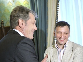 Ющенко поздравил нейрохирурга, запомнившего 30 миллионов цифр