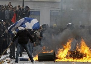 Афинская полиция применила слезоточивый газ для разгона демонстрантов