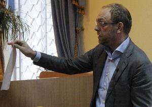 Власенко заявил, что Тимошенко судит жена работника Генпрокуратуры