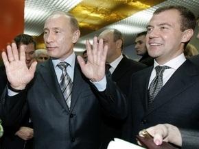 Путин исключил борьбу с Медведевым за пост президента в 2012 году: Мы люди одной крови