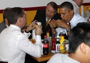 В США закрылась любимая закусочная Обамы, в которой он ел бургеры с Медведевым