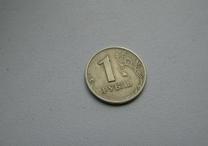 Российский рубль ускорился к прошлогоднему минимуму