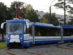 В Киеве презентовали новый трехсекционный трамвай