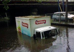 Кременчуг затопило: в одном из районов города в дождевой воде едва не утонул ребенок