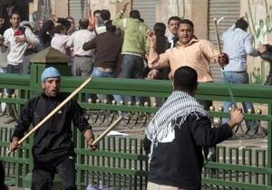 Фотогалерея:  Верблюдов к бою. В Каире начались столкновения сторонников и противников Мубарака