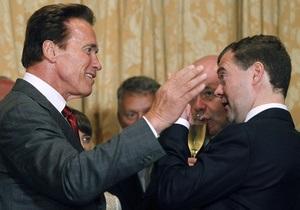 Фотогалерея: В гостях у Терминатора. Медведев познакомился со Шварценеггером