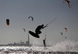 В Черном море пограничники спасли кайтсерфингиста