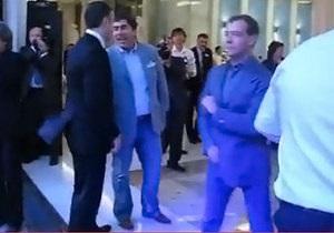 Медведев перепостил в Twitter видеоролик со своим танцем