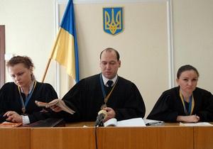Судьи по делу Луценко стоя слушали гимн во время воспроизведения видеозаписи Дня милиции 2008-2009
