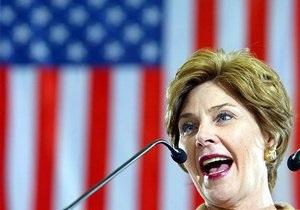 Лора Буш рассказала журналистам об алкогольных пристрастиях своего мужа