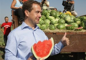 Медведев обвинил спекулянтов в росте цен на продовольствие в России
