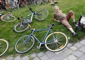 Корреспондент: Изобрели велосипед. Мир пересаживается на двухколесный транспорт